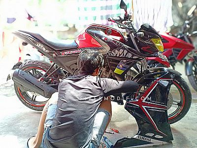 [Terpasang] Half Fairing All New Vixion R model FI - Black Glossy Simple White n Red Strip